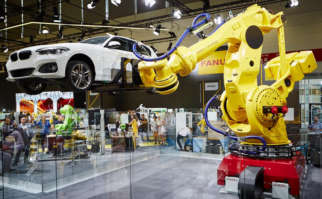 Lösungen für anspruchsvolle Automatisierung: FANUC-Roboter arbeiten für Nutzlasten bis zu 2,3 Tonnen und Reichweiten bis zu 4,7 Metern.