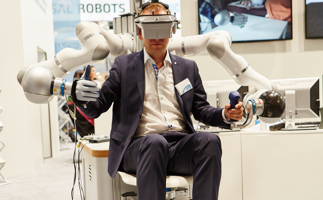 Der Mensch im Spannungsfeld von Robotic und Virtual Reality.