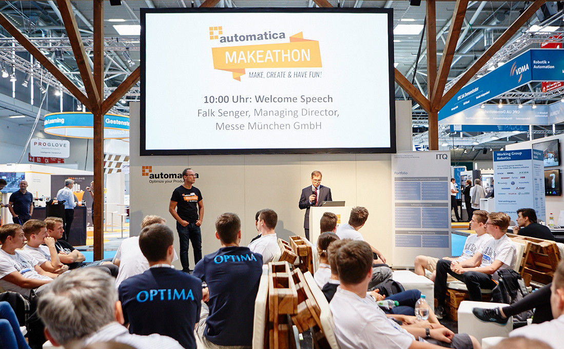 Falk Senger, Managing Director of Messe München, opens the automatica Makeathon.
